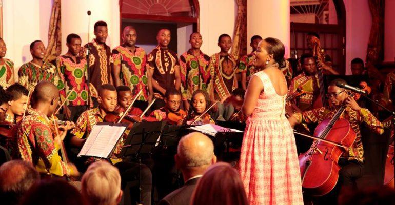 Orquestra Xiquitsi Canta Parabéns a Si Mesmo