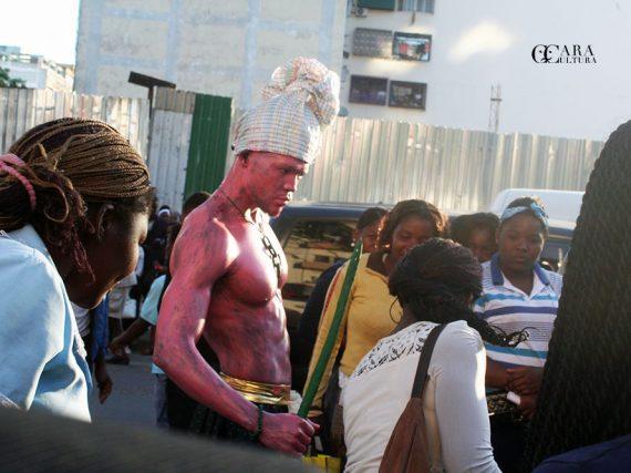 Ser ou não ser criativo para viver na cidade de Maputo, eis a questão que este jovem artísta nos coloca