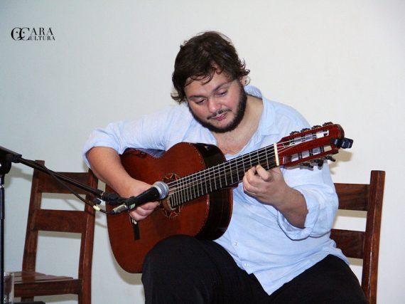 O grande compositor brasileiro Yamandu Costa esteve em Moçambique pela primeira vez