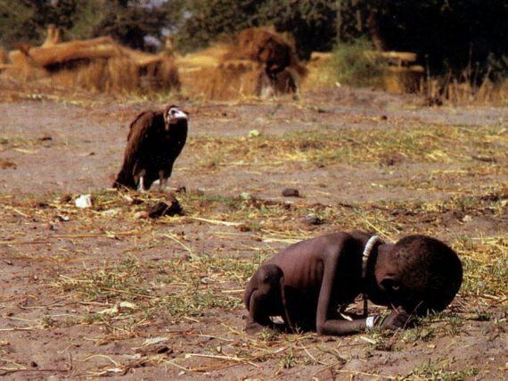 Conheça o fotografo Kevin Carter que suicidou-se por ter-se culpado de ter fotografado uma criança faminta