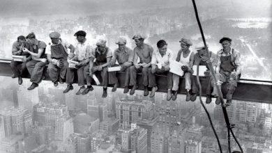 Uma foto que relata a vida de quem trabalha duro e ter que enfrentar perigo de vida permanente