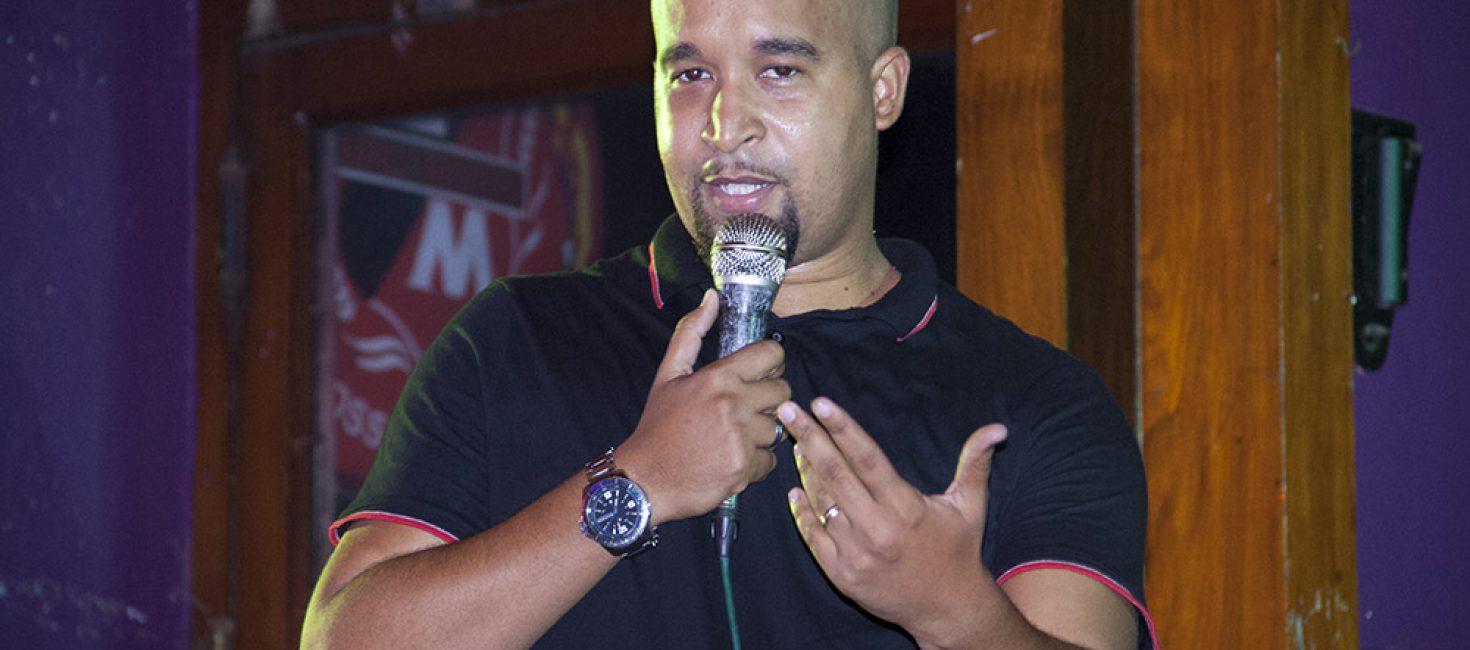 Leonel Mendes, membro e líder da Impro riso conta que teve trauma das mulheres aos dez anos