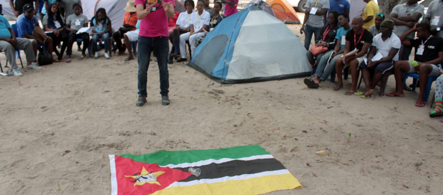 Quem deita lixo no chão está a deitar lixo sobre a bandeira que nos une como moçambicanos!