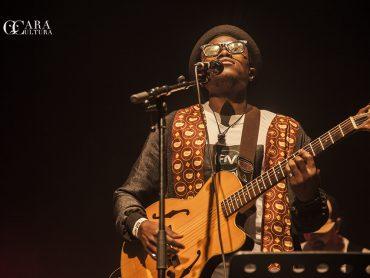 Deltino Guerreiro encheu o Franco-Moçambicano de público, acordes e muita  emoção!
