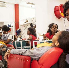 Márcia Muchanga, a mulher que se dedica ao negócio da beleza para homens e mulheres!